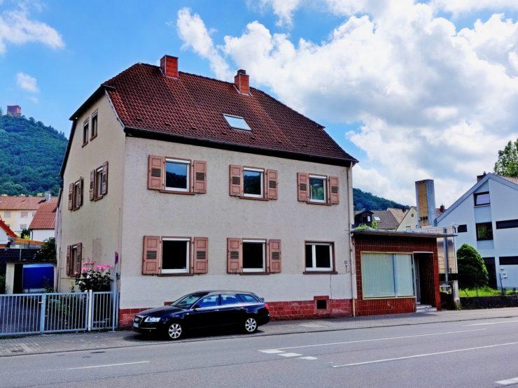 Wohn- und Geschäftshaus mit Garten und Garagen in Annweiler am Trifels